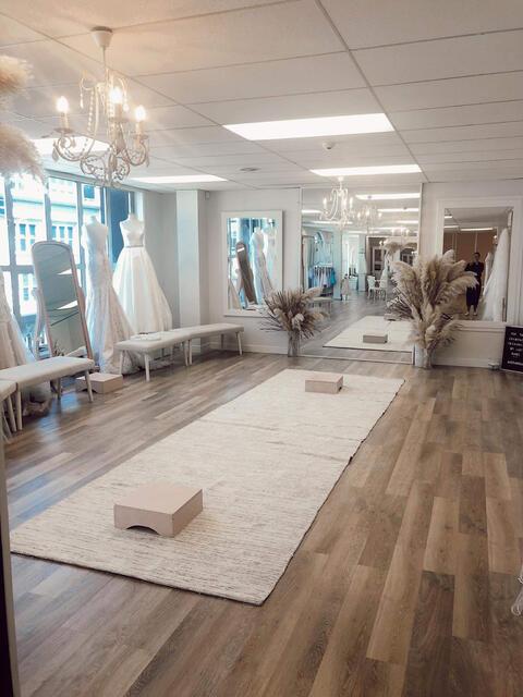 Astra Bridal Wellington, Wellington Laminate Flooring Big Lots